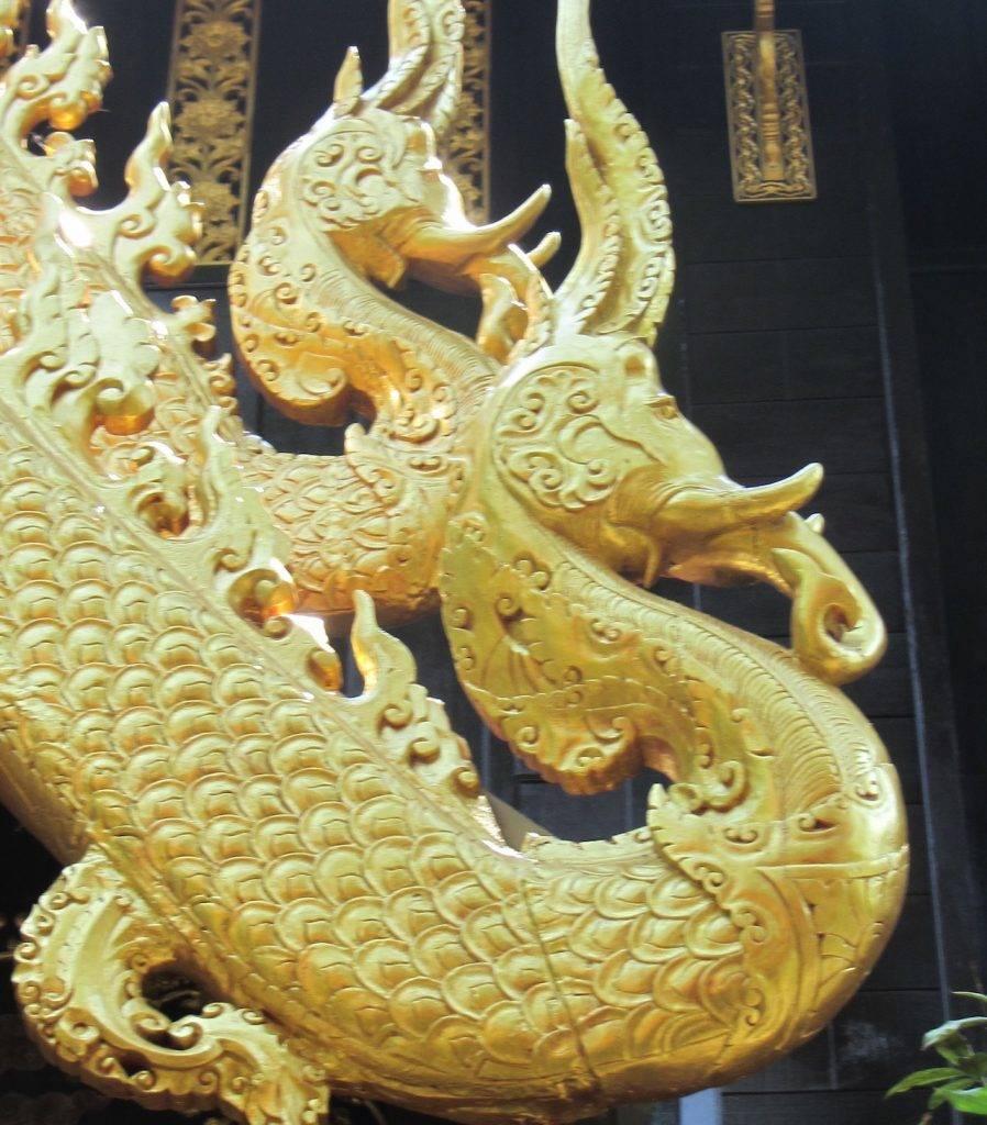 Golden dragon carving Hong Luang Saengkaew Museum
