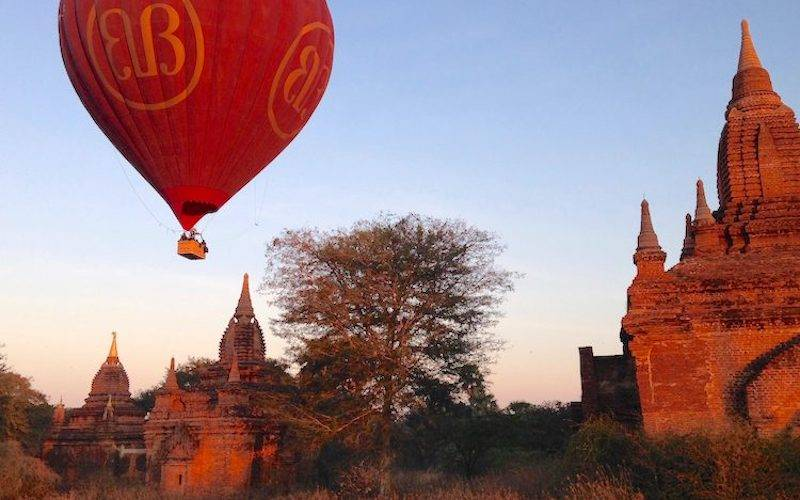Bagan tours Balloon over Temples